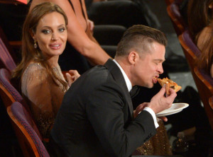 Pitt eats pizza with Jolie